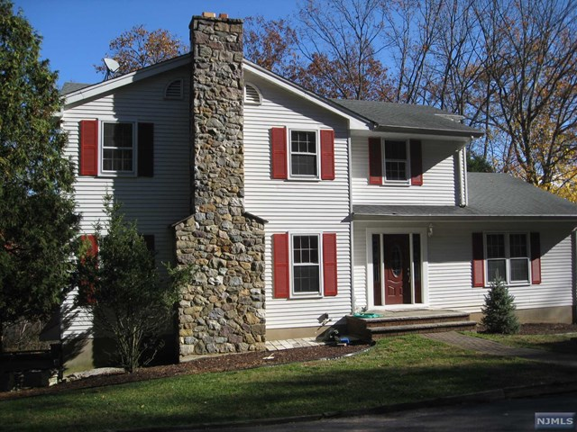 158 Hilltop Court, Pompton Lakes, NJ 07442
