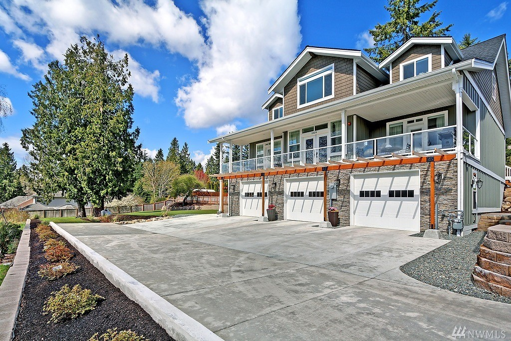 23824 Brier Rd, Lake Forest Park, WA 98036