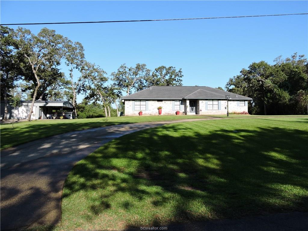 141 Golfview Drive, Hilltop Lakes, TX 77871