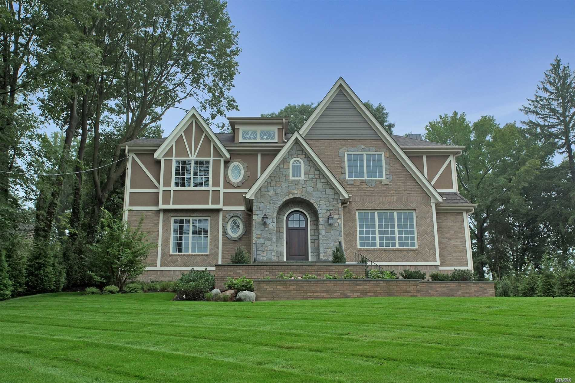 Stunning New Construction In Plandome Manor. Colonial With 5 Bedrooms, 4.5 Baths, Splendid Property.