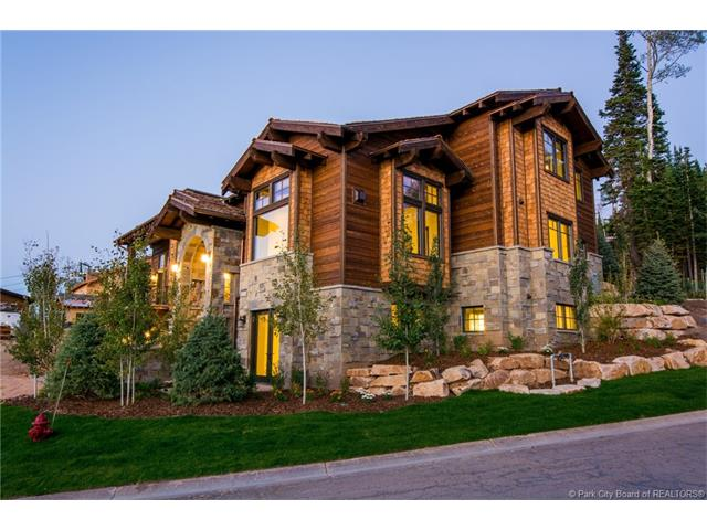 The Belle of the Ball, true ski in / ski out access right into this beautiful new home complete with Alder & Tweed finishes and a rare and hard to find 3 car garage.This home is within walking distance of the Tower Club. The purchase price includes a membership deposit to the Talisker Club.