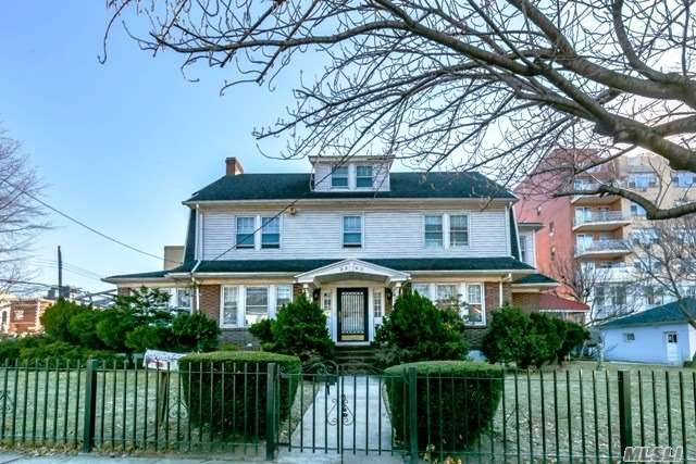 Rare Opportunity To Customize A Large And Spacious 5 Bed, 3.55Bath Center Hall Colonial! This Unique And Classical Home Features An Elegant Formal Dining Room And New Eat In Kitchen With Nook. All Rooms Are Spacious And Flooded With Sunlight And Have Unique Architectural Details. Perfect For Professionals, Religious Organizations Or Residential Owner. 5 Minutes To Main St.
