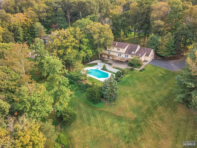 25 W Church Road, Saddle River, NJ 07458