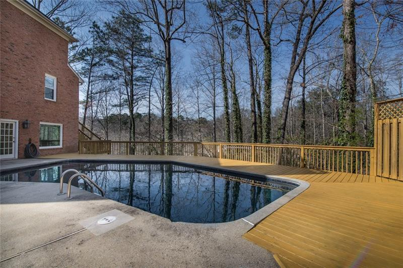 Full bath is perfect for letting friends & guests get ready for a day at the pool!