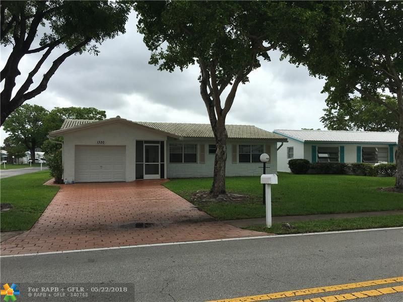 CORNER LOT SINGLE FAMILY HOUSE, ALL TILE, SCREENED PATIO AND A ONE CAR GARAGE AND WALKING DISTANCE TO THE CLUBHOUSE AND AMENITIES. THE LAUDERDALE WEST COMMUNITY FEATURES AMENITIES 2ND TO NONE-BEAUTIFUL CLUBHOUSE W/GREAT ENTERTAINMENT & SHOWS, RECREATION FACILITIES WITH SOMETHING FOR EVERYONE. HOA SAYS OWNERS MUST OVER 55. MINIMUM 20% DOWN IF FINANCING. MAINTENANCE INCLUDES EXTERIOR PAINTING,ROOF AND MINOR PLUMBING AND ELECTRICAL REPAIR.