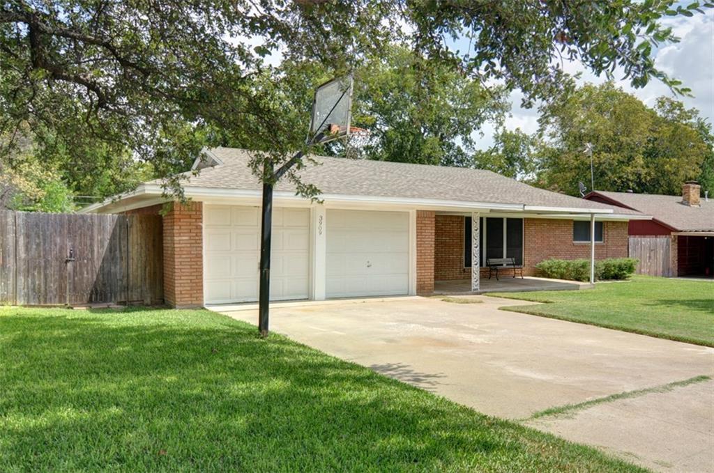 3909 Willow Bend Road, Benbrook, TX 76116