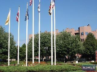 604 Smith Court, Edgewater, NJ 07020