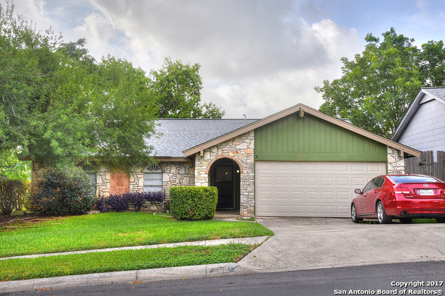 7838 Lazy Forest St, Live Oak, TX 78233