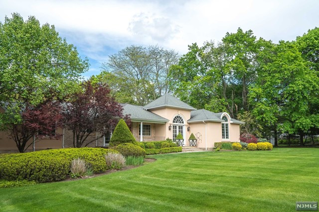 1 Normandy Drive, Saddle River, NJ 07458
