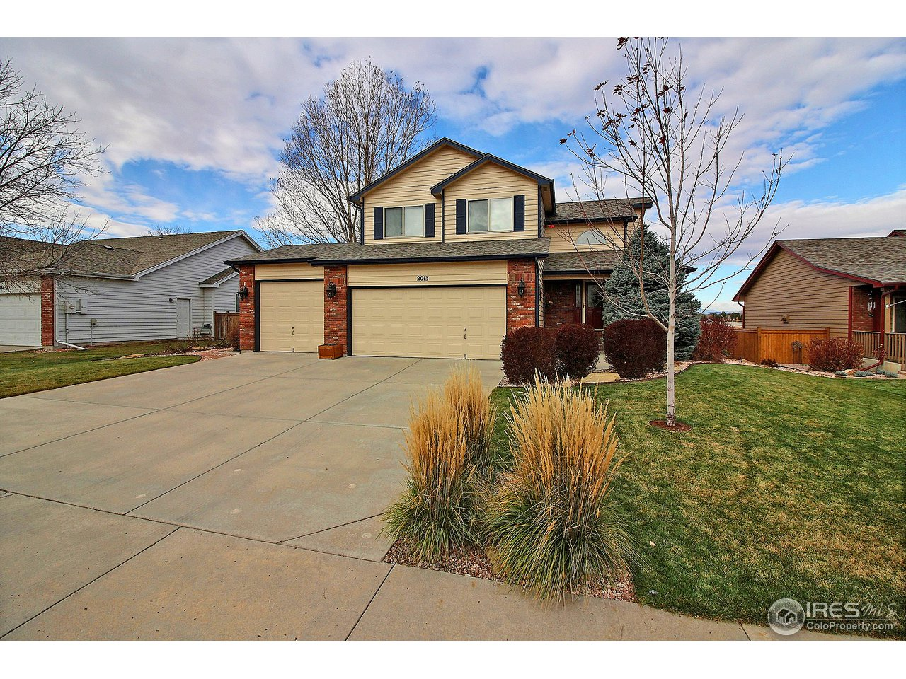 Well maintained home that backs up to open space with views of the mountains! The original owners have taken a pride of ownership in this house and it shows. This 3 bedroom, 3 bathroom is everything you need.  There is also room to expand in the large unfinished basement! The HOA fee includes access to the subdivision pool, which is great for the hot Colorado summers. Come take a look at this great house today!