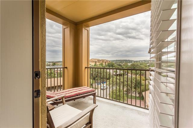 Nice view of Lake LBJ from Living, Bedroom and Porch.  Condo is furnished, great light fixtures and décor.  Pull out couches for your guests.  Walk to HSB amenities
