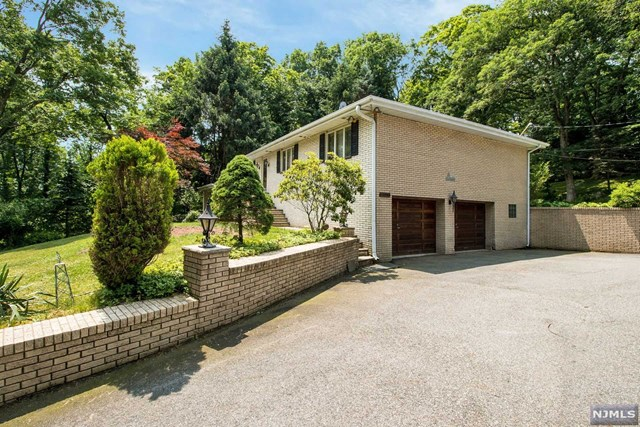 239 Glenwild Avenue, Bloomingdale, NJ 07403