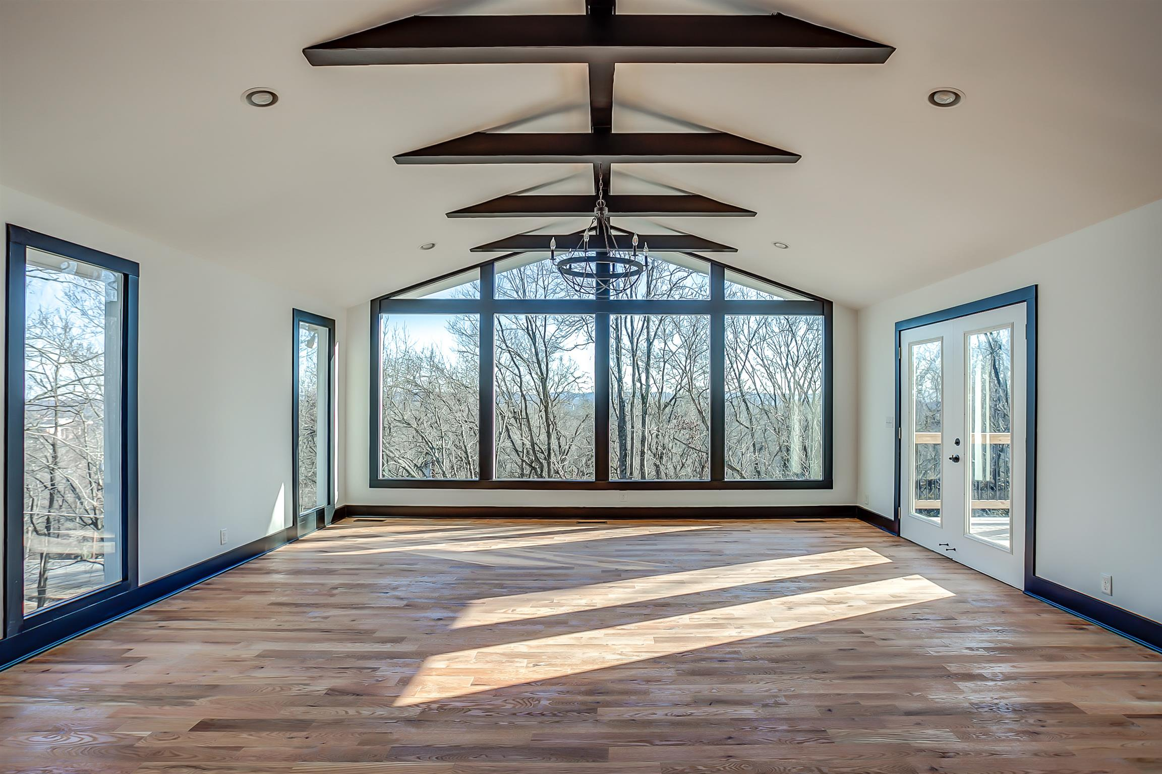 City living with COMPLETE PRIVACY on 1 acre! 2 wet bars, multiple decks, STUNNING West Nashville views! 2 master bedroom with en suites, 3 living rooms, there truly is nothing like this home in a location you cannot beat!