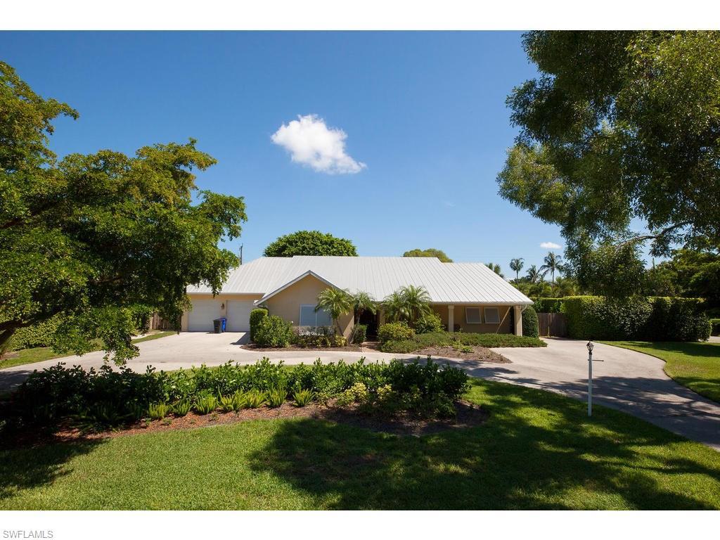 693 Pine CT, NAPLES, FL 34102