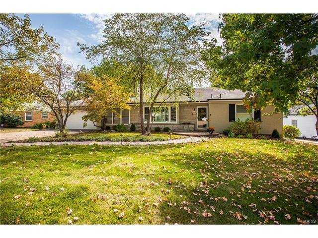 1402 Bridle Road, Webster Groves, MO 63119