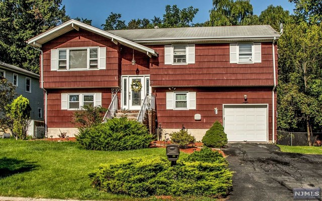 25 Oakwood Avenue, Pequannock Township, NJ 07440