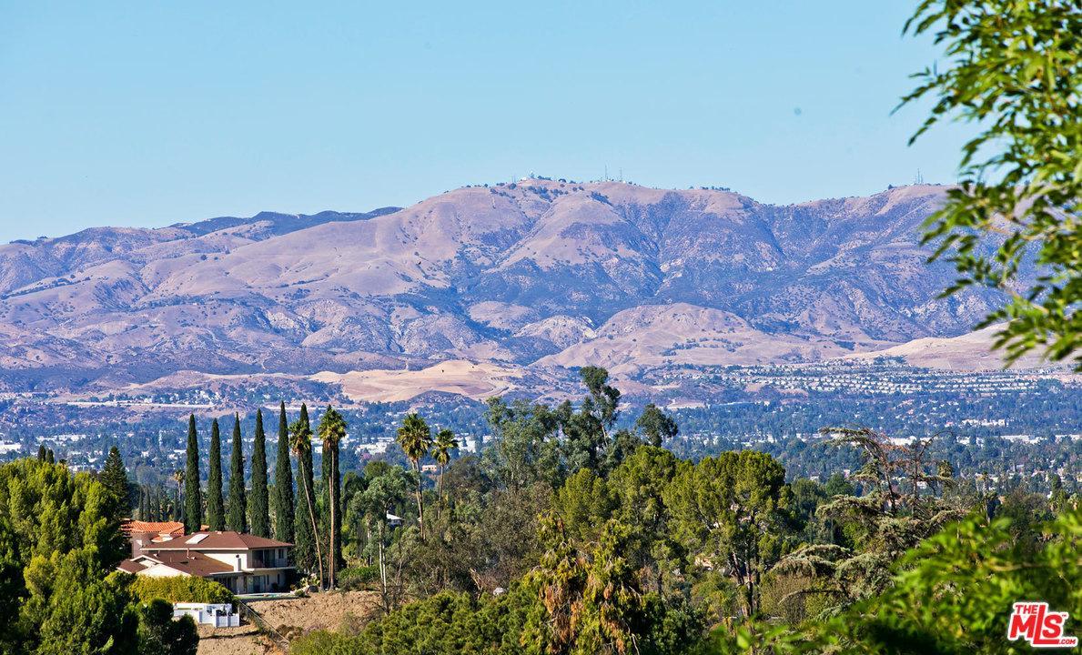 4915 WINNETKA Avenue, Woodland Hills, CA 91364