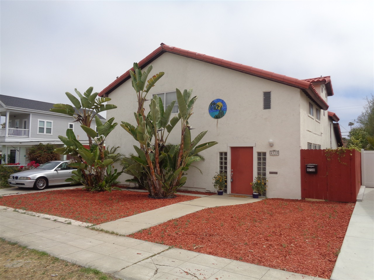 Great 4bd/2.5ba, 2,132sf home in the heart of Ocean Beach. 2bd/1bath unit in the alley has great income to support debt service and/or property taxes.