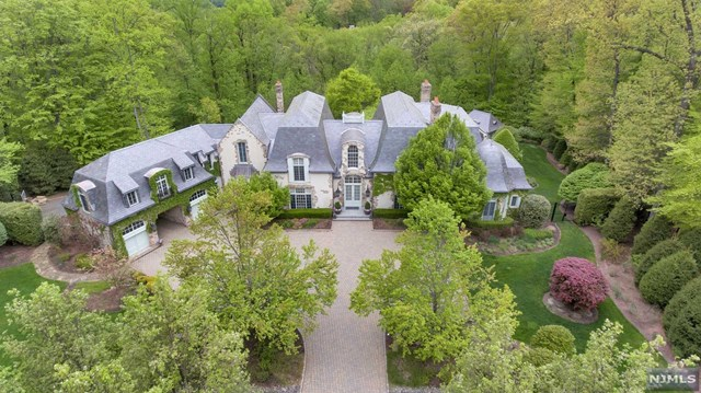 59 Fox Hedge Road, Saddle River, NJ 07458