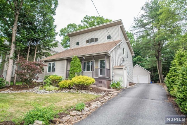 43 Mohawk Avenue, Oakland, NJ 07436