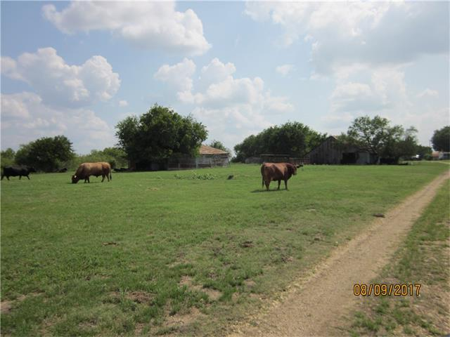 Minutes from Hutto, Round Rock and Austin. Panoramic views of rolling hills, stock pond. Great place to raise a family or just retire. Taylor Texas a 10 minute drive to shopping, Baylor Scott & White hospital and lots of fine dinning!