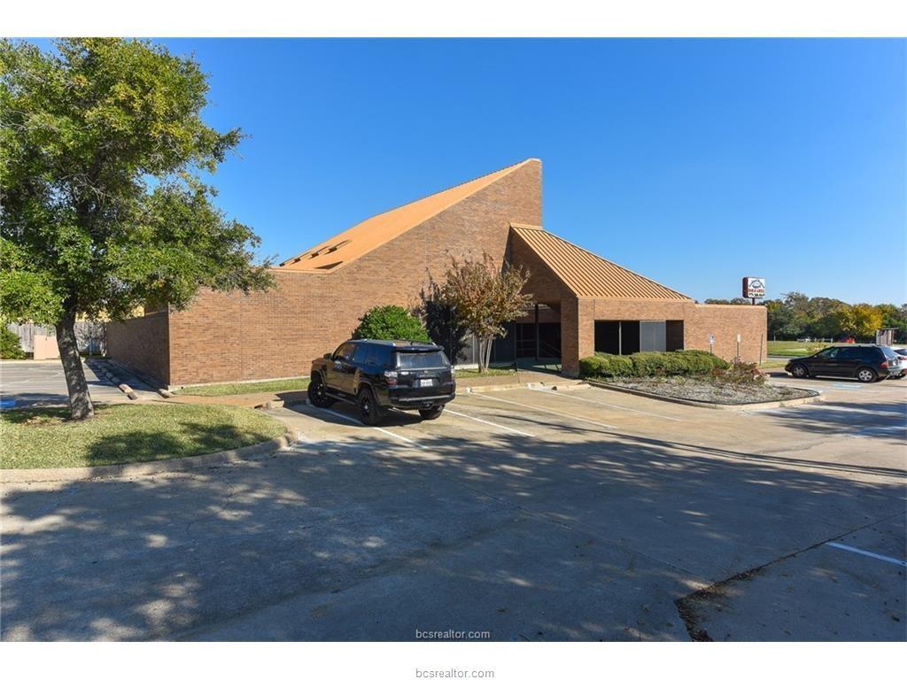 1701 Briarcrest Drive, Bryan, TX 77802