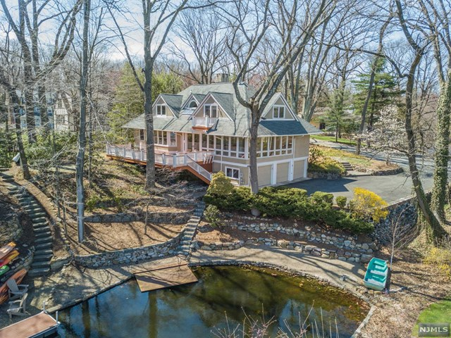 4 Lake End Place, Mountain Lakes Boro, NJ 07046