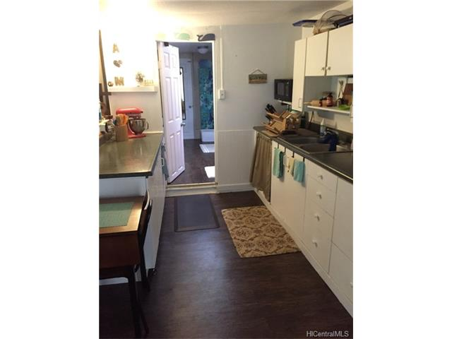 Clean 1 bedroom, 1 bath fully-furnished home with small yard and parking.  Just across from bike path, close to Haleiwa town, schools, and more.  Immediately available, long-term rental.