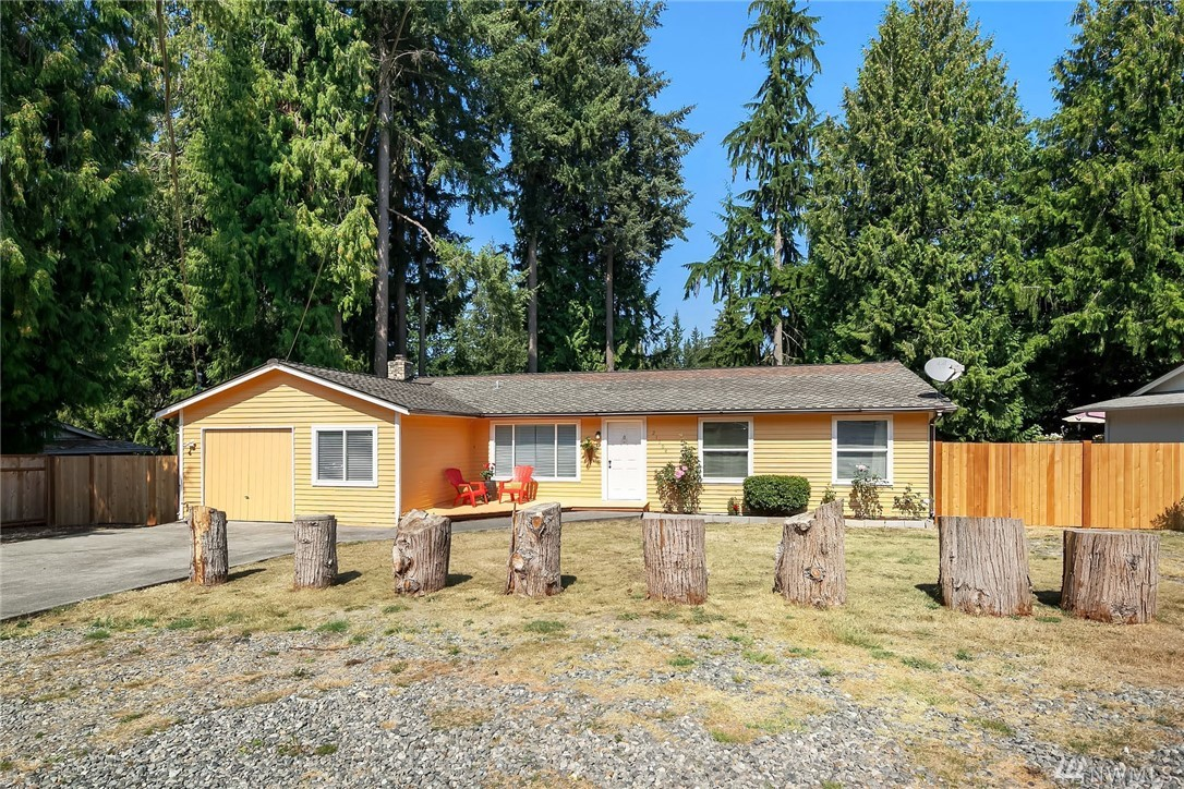 Incredible updates to this 3 bedroom rambler located in Redmond. Enjoy entertaining with a semi open kitchen concept that leads to the beautiful backyard that features a finished patio great for backyard BBQs. Kitchen includes new granite countertops and new oven to match. Additional bonus room. Enjoy the refinished hardwoods throughout. Backyard is fully fenced with room for plenty of gardening, RV & boat space. Don't pass up your dream home!