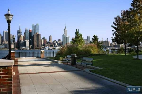 100 Eton Row 401, Weehawken, NJ 07086