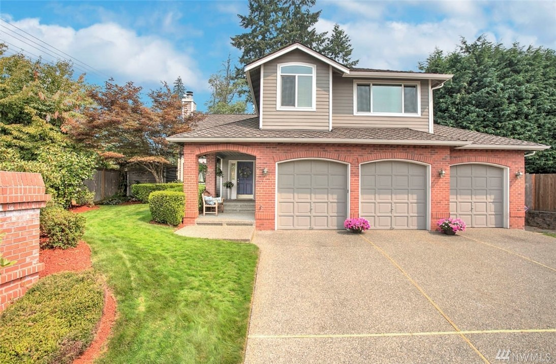 Gorgeous Rock Creek 5bd/3ba! Chef's dream eat-in kitchen/SS appl. Gleaming HW floors on main/vaulted ceilings & lg picture windows in family/living & dining rooms. Main flr bedrm can be office/den. Glorious master suite w/remodeled spa-like bath, seating area & walk-in closet + 3bed & remod ba upstairs. Newer roof/furnace/refinished HW/siding/windows/heatpump a/c. Beautiful yard w/patio/firepit/flagstone. Perfectly located for commuter w/freeways, airport, major retail, dining & business hubs.