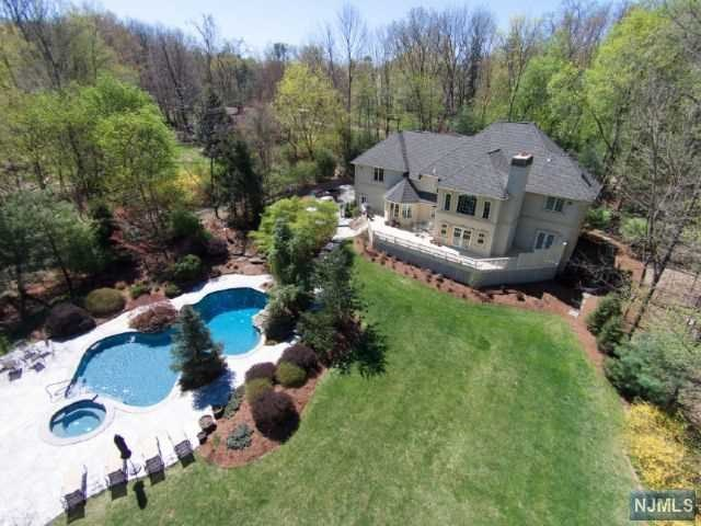35 Weiss Road, Saddle River, NJ 07458