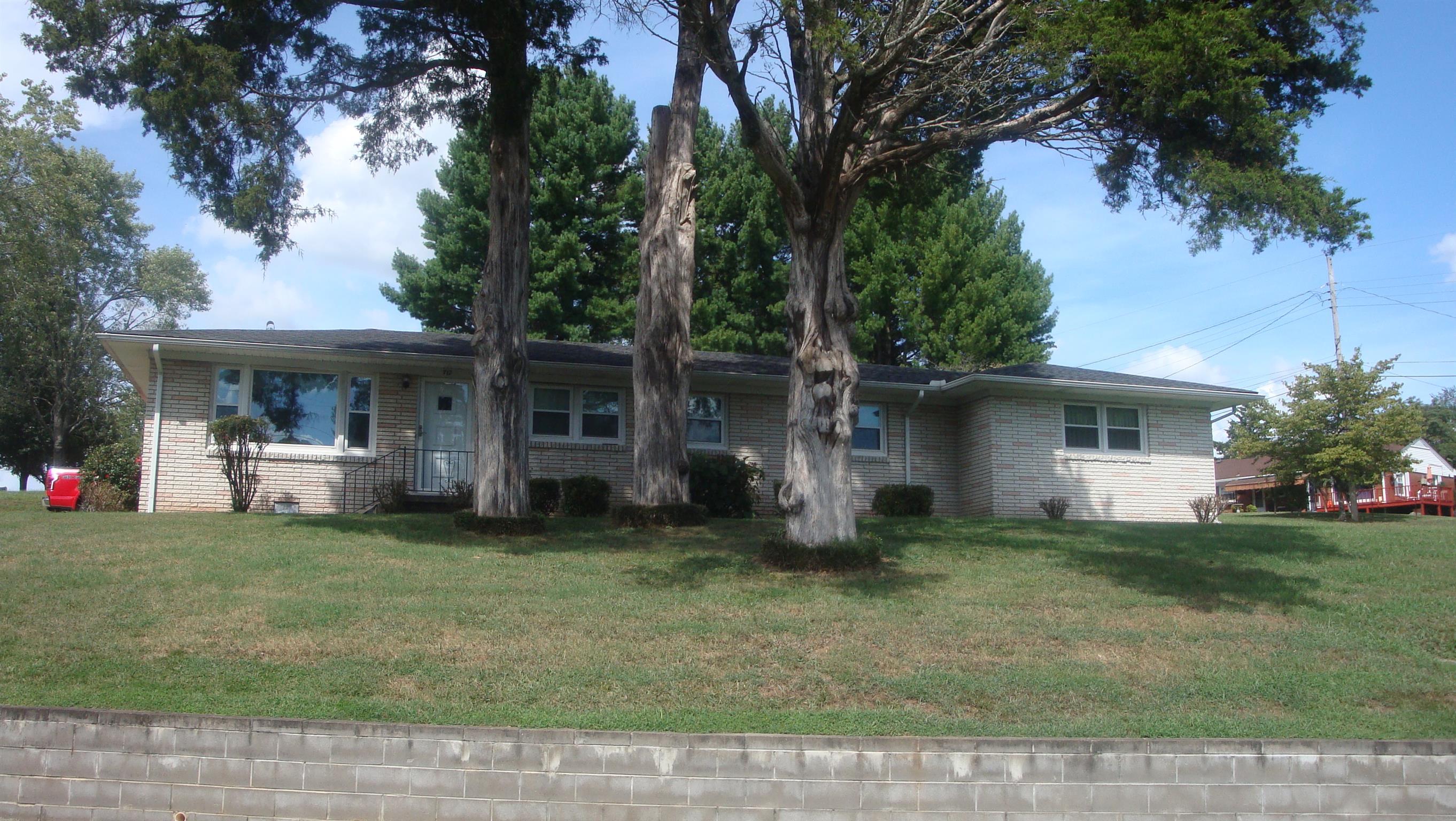 712 Meadow St, Lawrenceburg, TN 38464