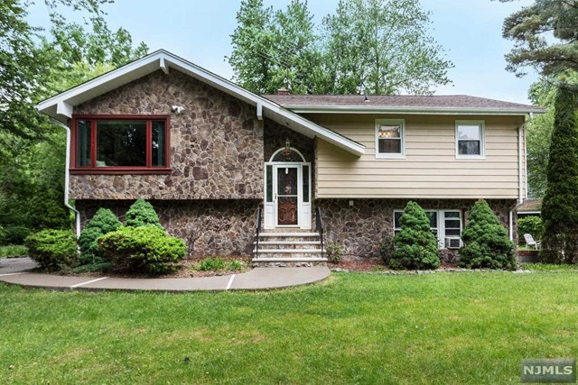40 Armour Place, Bergenfield, NJ 07621