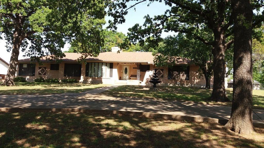 1400 Cimarron Trail, Hurst, TX 76053