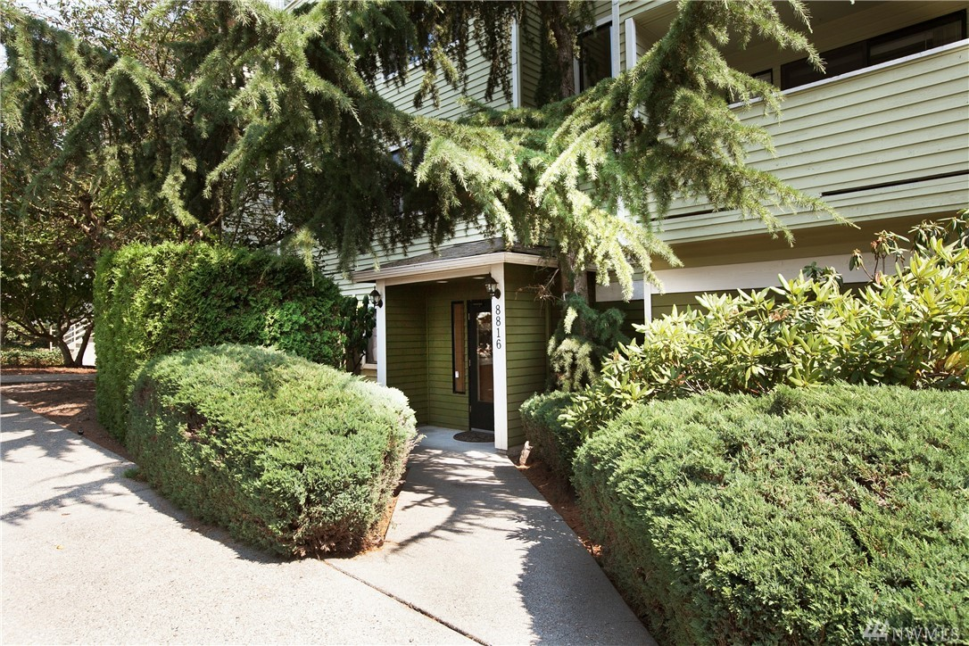 8816 Nesbit Ave N 105, Seattle, WA 98103