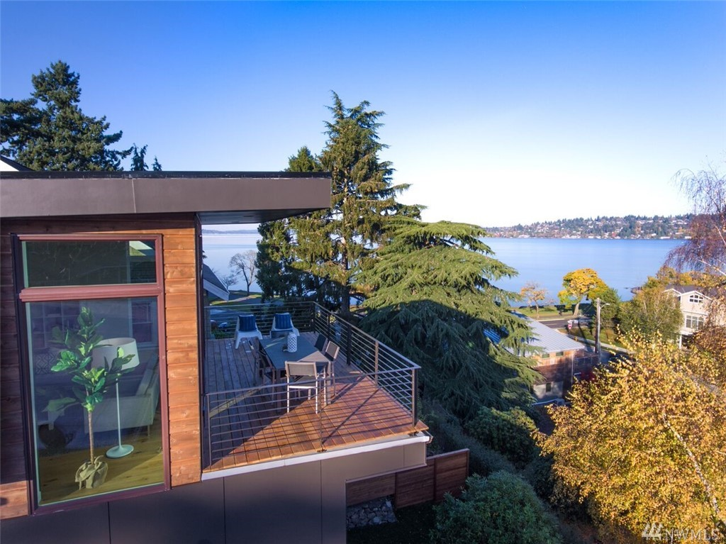 Across from LAKE WASHINGTON sits this 2017 NW VIEW Modern. Soaring 25 foot ceiling entrance invites you to soak in the VIEWS of Cascades & LAKE. Upper floor has Outdoor/Indoor living room w/fireplace, Chefs Kitchen, formal dining room & Office. Lavish View Master has wet room & 2 more bedrooms/bath. Private media room, guest quarters,deck on lower. Wide plank Oak floors w/radiant heat, high end finishes/appliance package, garage. Architect Workshop I.P.B. Builder Chesapeake Properties.