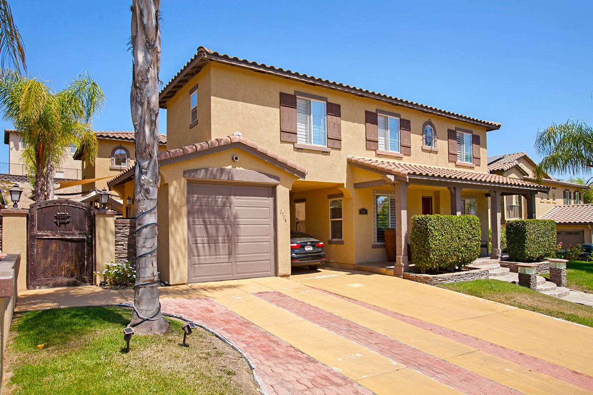 1716 Crossroads St, Chula Vista, CA 91915