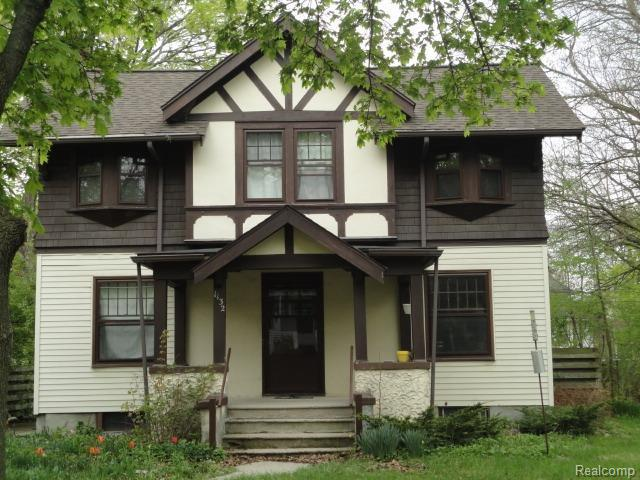 Great location in the highly desirable Burns Park neighborhood. Walk to elementary and park.  3 bedrooms, 1 bathroom. Large kitchen and dining room. Beautiful hardwood finishes. Fenced in back yard has tons of privacy. Hard wood floors and a quaint, rustic feel. Tons of basement storage! Partially furnished.