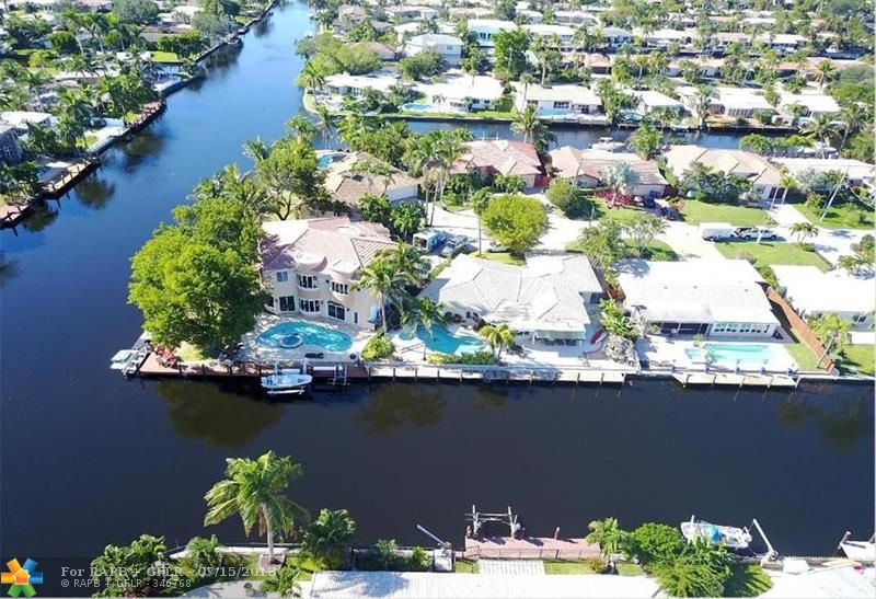 "'""ONE FROM THE POINT ""'BACK ON MARKET , END OF THE CUL DE SAC **REDUCED .3/2.5 baths/ 2 CAR GARAGED,POOL, 2600 plus sg ft , ONE OF THE ONLY 100 ft DOCK's, IN CUL-DE-SAC,