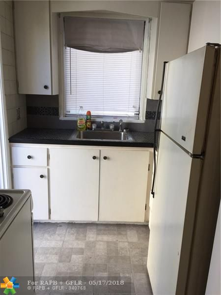 LOCATION, LOCATION, LOCATION! STUDIO APARTMENT JUST TWO BLOCKS FROM FORT LAUDERDALE BEACH. LARGE APARTMENT WITH FULL KITCHEN AND BATHROOM. PLENTY OF STORAGE/CLOSET SPACE. LIVE WHERE PEOPLE VACATION! WALK TO THE BEACH, RESTAURANTS, LAS OLAS BLVD, AND MORE! WATER AND ELECTRIC INCLUDED, 1 ASSIGNED PARKING SPACE.