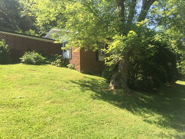 2 Bedroom Brick home on 5 city lots. Open floor plan. Large laundry. 2 car attached carport. Paved driveway. Home is located close to Roaring River Park and Cordell Hull Lake.