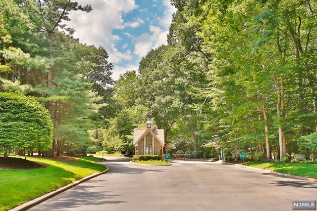 203 Bearwoods Road, Park Ridge, NJ 07656