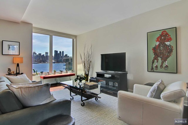 1000 Ave At Port Imperial 615, Weehawken, NJ 07086