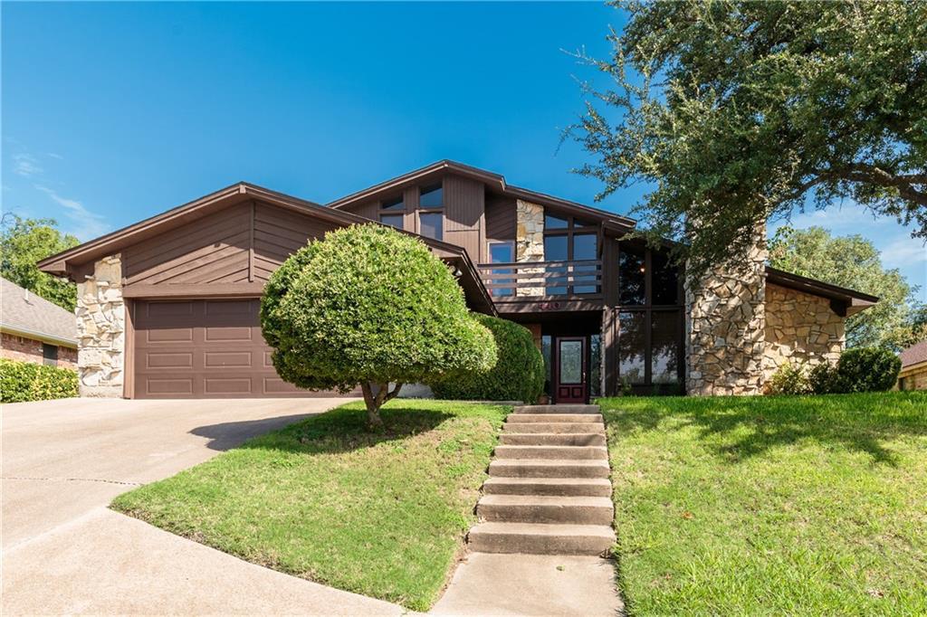 440 Meadowhill, Benbrook, TX 76126