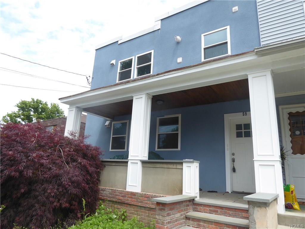 Newly renovated 3 Bedroom 2 Bath Townhouse style apartment unit. Kitchen/Living Rm combo,Bed,Bed,Bath Lower Level, Family Room, Master Bedroom with Bath and laundry. Internet ready all the latest features in the technical world