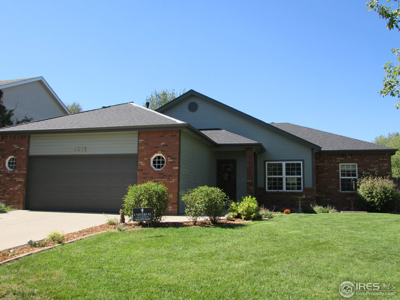 Lovely home in small subdivision of Virginia Hills South. Beautiful wood floors, see thru fireplace, very spacious bedrooms. Master has massive walk-in closet, 5 piece bath,large Jacuzzi tub. Huge kitchen with abundant cupboards & counter space. Breakfast bar & a nice sunny area that can be a breakfast nook or pretty sitting area to relax with morning coffee. Formal dining room with fireplace. Brand new impact resistant roof. Oversize garage, very nice rear deck. Seller is licensed broker.