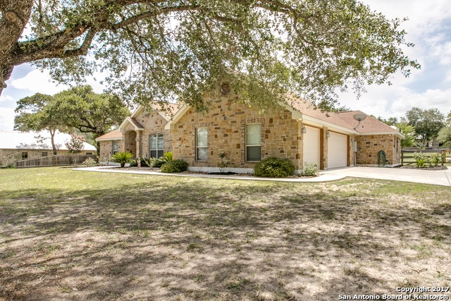 120 COPPER CREEK DR, La Vernia, TX 78121