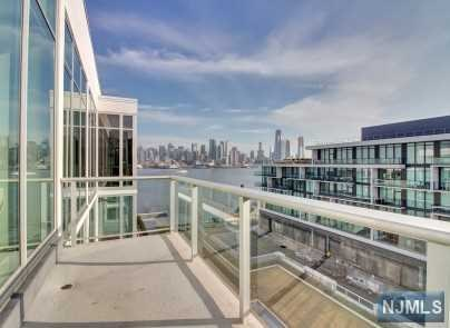 1000 Ave At Port Imperial 708, Weehawken, NJ 07086