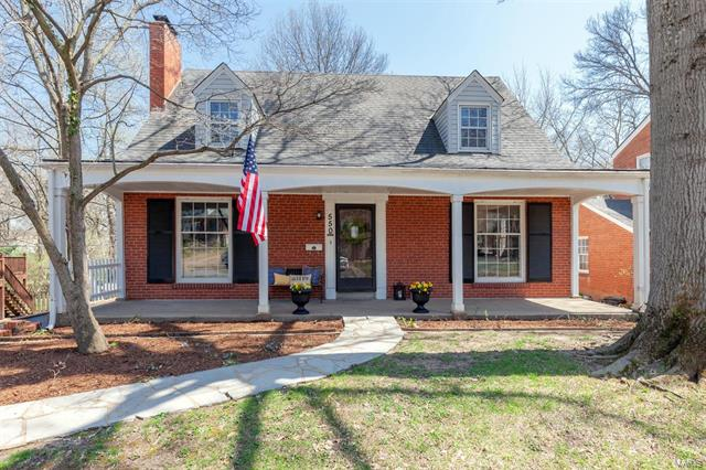 550 Hollywood Place, Webster Groves, MO 63119